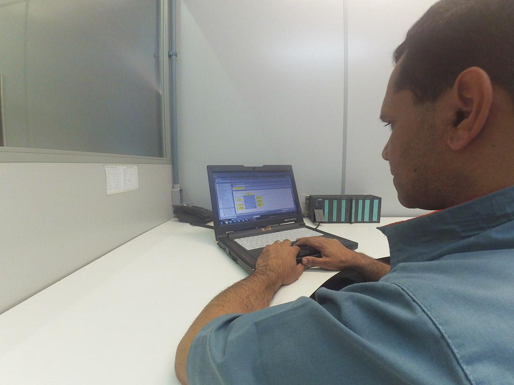 Projeto Elétrico e Programação de PLC e IHM